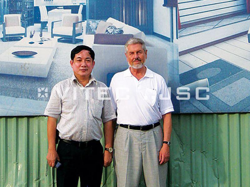 Mr. Thắng - TGĐ TADITS chụp ảnh cùng Mr. J Breuning